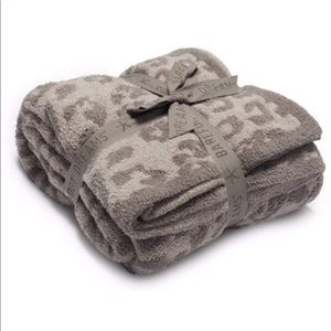 """NEW Barefoot Dreams """"In the Wild"""" blanket"""